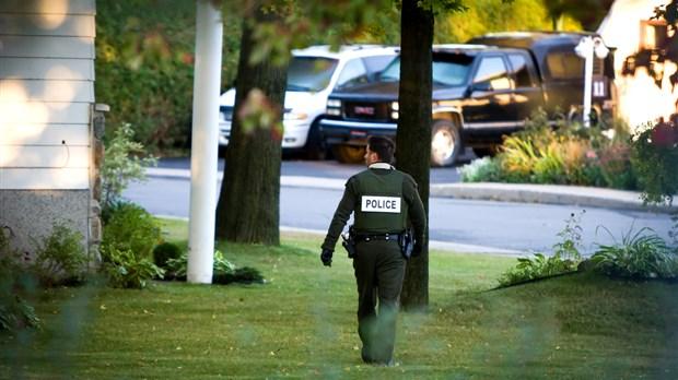 Chasse l 39 homme sorel tracy un suspect chappe for Porte fenetre boulet sorel tracy